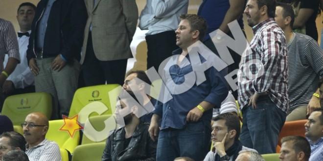 """""""Atacul"""" vedetelor în tribuna VIP! Tot ce nu s-a văzut la televizor la meciul Olanda-România! Pamfile a privit partida îmbufnată, sexy Pavel Bartoş a trăit la maximum fiecare fază!"""