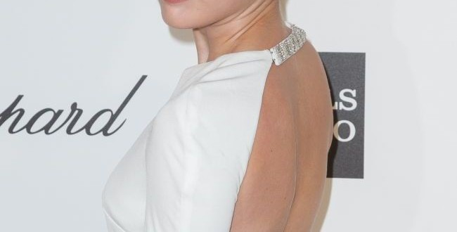 Miley Cyrus surprinde cu un nou look. Ce culoare neobisnuita a ales cantareata pentru par