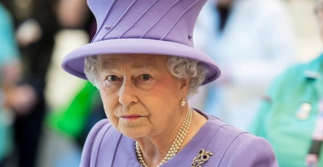 Regina Marii Britanii, internata de urgenta în spital
